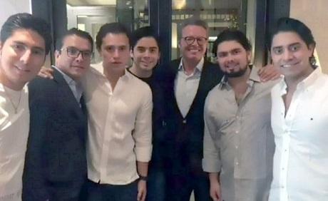 Luis Miguel reaparece en fotografía al lado del hijo de Enrique Peña Nieto